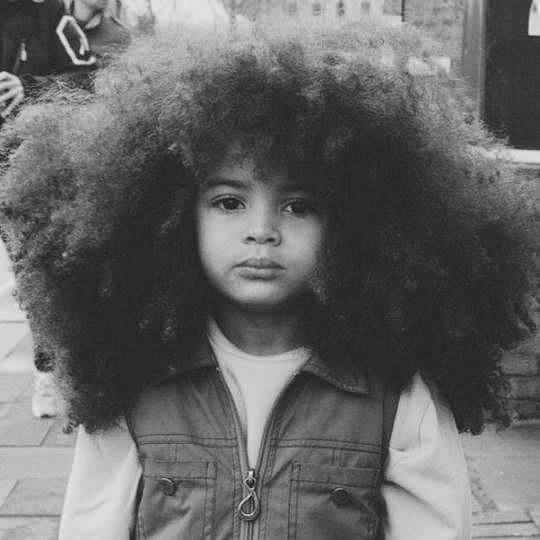 法鲁克是英国和加纳的混血儿,按照加纳的传统,孩子3岁之前不能剪头发